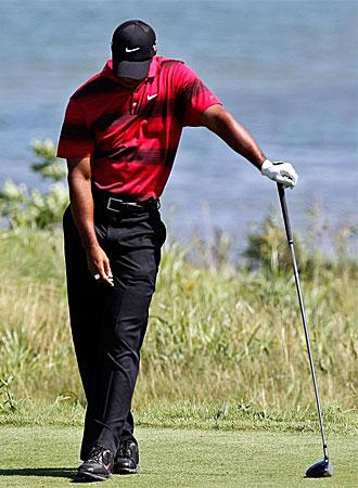 Tiger Woods, cabizbajo en un momento del PGA Championship.