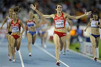 Nuria Fern�ndez entra victoriosa tras ganar los 1.500 en el Europeo de Barcelona.
