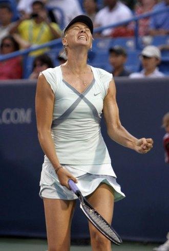 Mar�a Sharapova durante un momento de la final de Cincinnati en la que se enfrent� a Kim Clijsters.