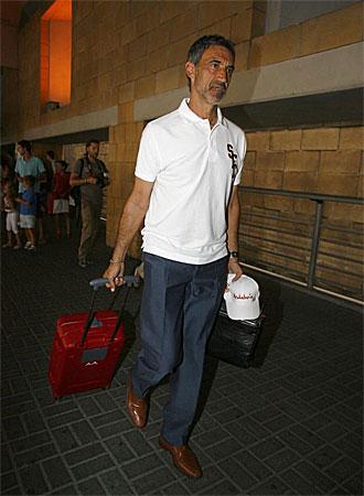 Antonio �lvarez llega este martes al aeropuerto de Sevilla.
