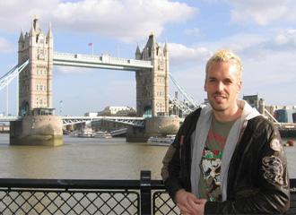 Almunia fotografiado en Londres