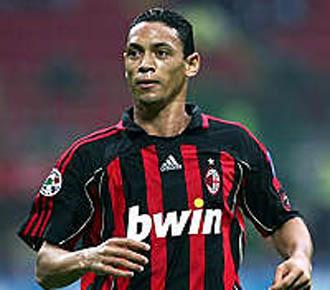 Ricardo Oliveira en su etapa como jugador del Milan.