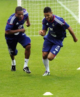 Loic Remy (izquierda), junto a Ben Arfa en un entrenamiento reciente de la selecci�n francesa.
