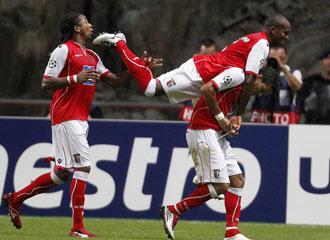 Los jugadores del Braga celebran el gol conseguido.