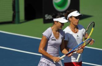 Anabel Medina y Zi Yan, durante un partido en Montreal.