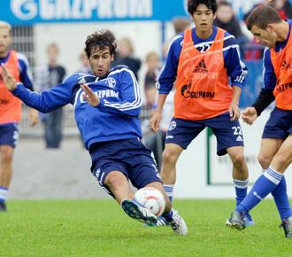 Ra�l lo da todo en los entrenamientos del Schalke 04 en esta pretemporada.