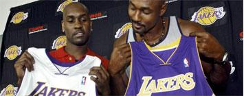 Gary Payton y Karl Malone con la camiseta de los Lakers