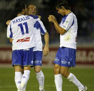 Nino, Natalio y David Prieto celebran un tanto.