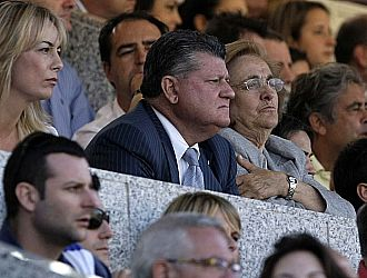 Valent�n Botella, presidente del H�rcules, en el palco del estadio Teresa Rivero