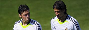 Ozil junto a Khedira