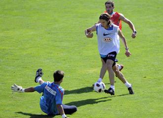 Filipe Luis entrenando con el Atl�tico.