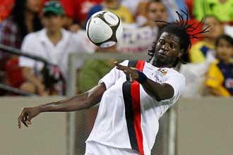 Adebayor jugando con el City