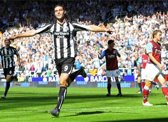Carroll celebra uno de sus goles