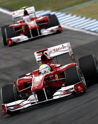 Massa, rodnando por delante de Alonso en Hockenheim