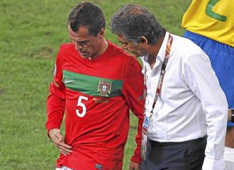 Duda se resiente de su lesi�n durante el pasado Mundial.