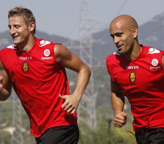 Nunes se ejercita junto a Rub�n en un entrenamiento del Mallorca.