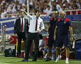 Domingos, dando instrucciones en el partido contra el Sevilla