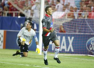 Lima celebra uno de los goles conseguidos en el S�nchez Pizju�n
