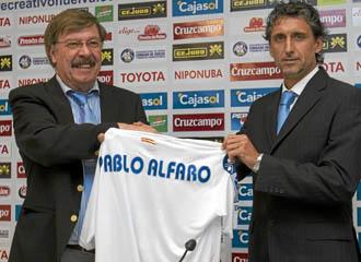 Pablo Alfaro durante su presentaci�n como nuevo t�cnico del Recreativo de Huelva.