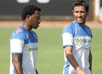 Hugo Viana junto a su compatriota Fernandes en un entrenamiento de pretemporada con el Valencia.