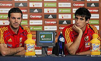 Mata y Javi Mart�nez, en conferencia de prensa