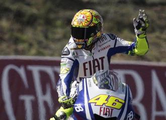 Rossi saluda tras una carrera