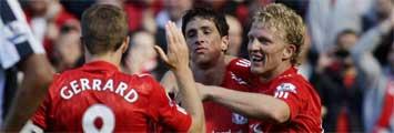 Fernando Torres junto a Gerrard y Kuyt