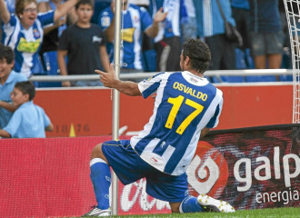 Osvaldo celebra uno de sus goles al 'Geta'