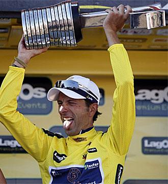 David Blanco celebra una victoria en el podio