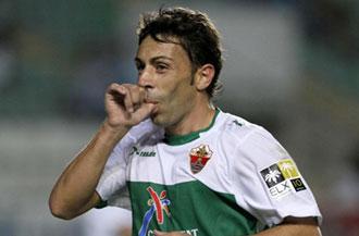 Perera celebra su gol