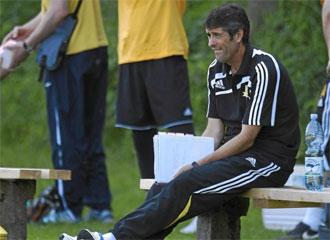 López Caro, en un entrenamiento con el Vaslui.