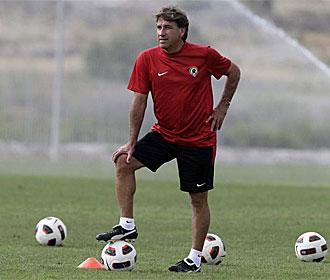 Esteban Vigo, en un entrenamiento del H�rcules.