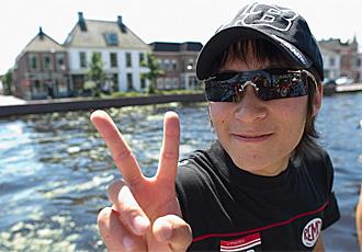 Tomizawa, sonriente antes de disputar un Gran Premio