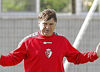Jos� Antonio Camacho durante un entrenamiento.