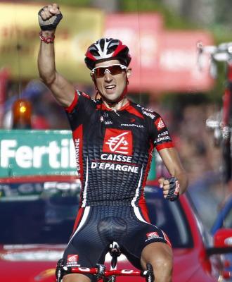 Imanol Erviti celebra su victoria en meta.