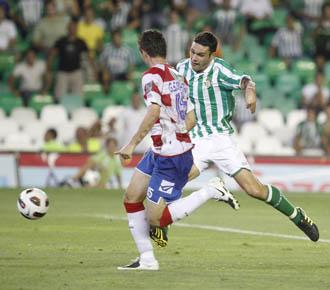 El Betis y el Granada ya se han enfrentado este a�o en la Liga Adelante, con resultado de 4-1 para los b�ticos.