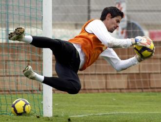 Dani Hern�ndez, durante un entrenamiento con el primer equipo del Valencia la pasada temporada.