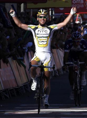 Mark Cavendish celebrando su victoria en Lleida.