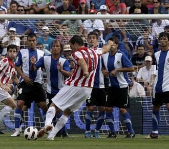 Gabilondo lanza una falta en la primera jornada de Liga ante el H�rcules.