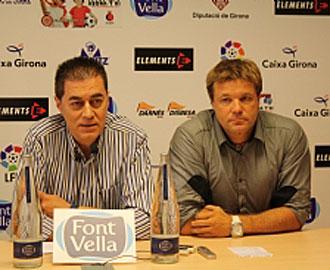 Javier Salamero, en su rueda de prensa de despedida del Girona junto al presidente Ramón Vilaró