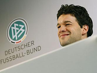 Ballack, en una conferencia de prensa en la Federaci�n alemana