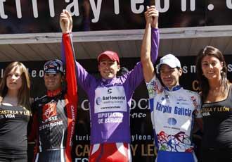 Castaño junto a Valverde y Juan Mauricio Soler en el podium de la Vuelta a Burgos 2007