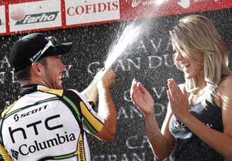 Cavendish celebra su triunfo en el podio