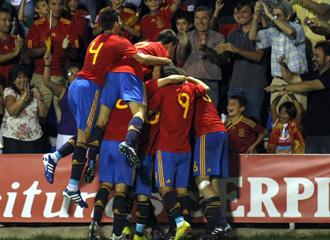 La selecci�n Sub 21 celebra un gol en un partido contra Holanda