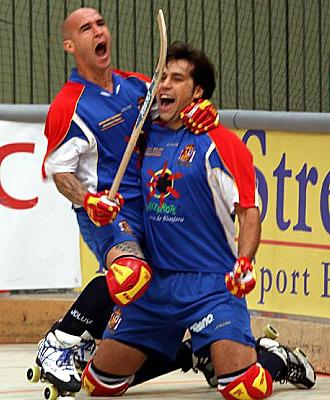Los jugadores espa�oles celebran el t�tulo europeo