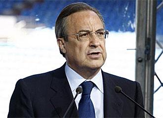 Florentino P�rez, durante un cato del club