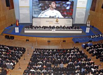 Im�genes de la asamblea madridista