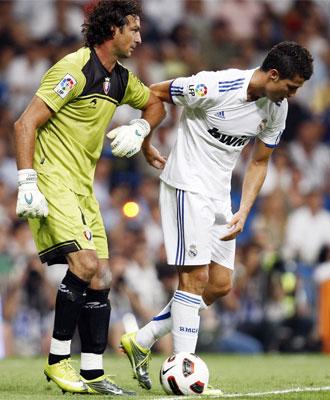 Ricardo con CR7, en un momento del Real Madrid-Osasuna de la segunda jornada de la Liga BBVA.