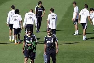 Mourinho, durante el entrenamiento del Madrid