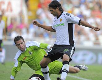 El 'chori' Dom�nguez en el partido de Liga contra el Racing